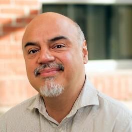 Hector Tobar profile picture